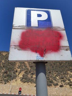 C'est bien écrit: Parking Gratuit!